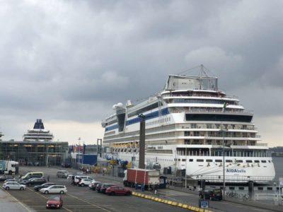 AIDAbella Kreuzfahrtschiff am Ostseekai Kiel
