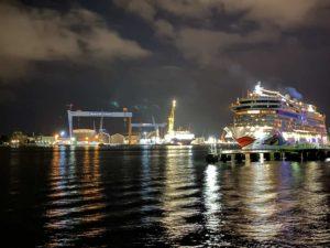 AIDAluna am Ostseekai Kiel Feuerwerk 12.09.2021
