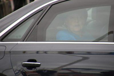 Angela Merkel im Auto