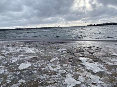 Eisschollen am Tiessenkai Holtenau