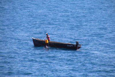 Kleines Fischerboot sucht Nesselkutter Netzgetüdel