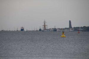 Gorch Fock am Marine Ehrenmal Laboe