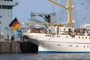 Segelschulschiff Gorch Fock Heck und Deutschlandflagge