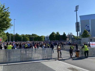 Holstein Kiel - Köln Relegationsspiel Absperrungen am Holstein-Stadion