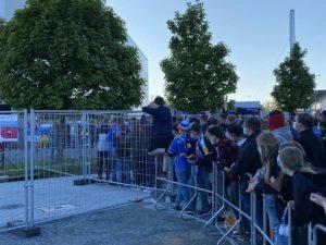 Holstein Kiel Fans am Stadion Relegationsspiel 29.05.2021
