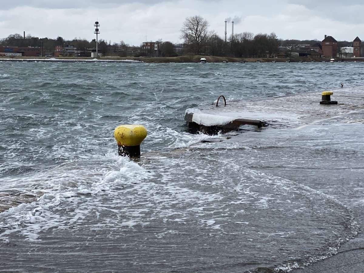 Holtenau Kieler Förde Hochwasser Sturm Tristan Februar 2021