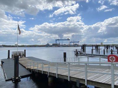 Bootssteg an der Kiellinie Kiel
