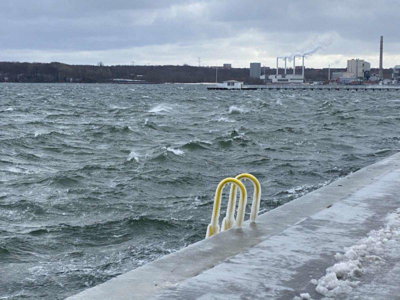Eis & Hochwasser Kiellinie Kiel Sturm Tristan Februar 2021