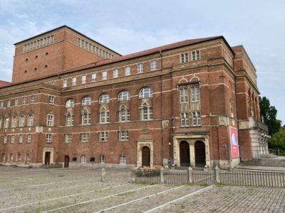 Kieler Opernhaus Seitenansicht Rathausplatz