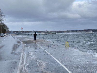 Joggen Seepromenade Kiellinie Kiel im Winter