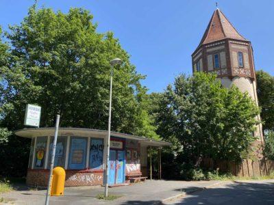 Straßenbahn Wartehaus & Wasserturm Kiel-Wik Herthastraße