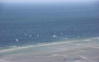 Kitesurfing in Laboe an der Ostsee - Blick vom Marine Ehrenmal