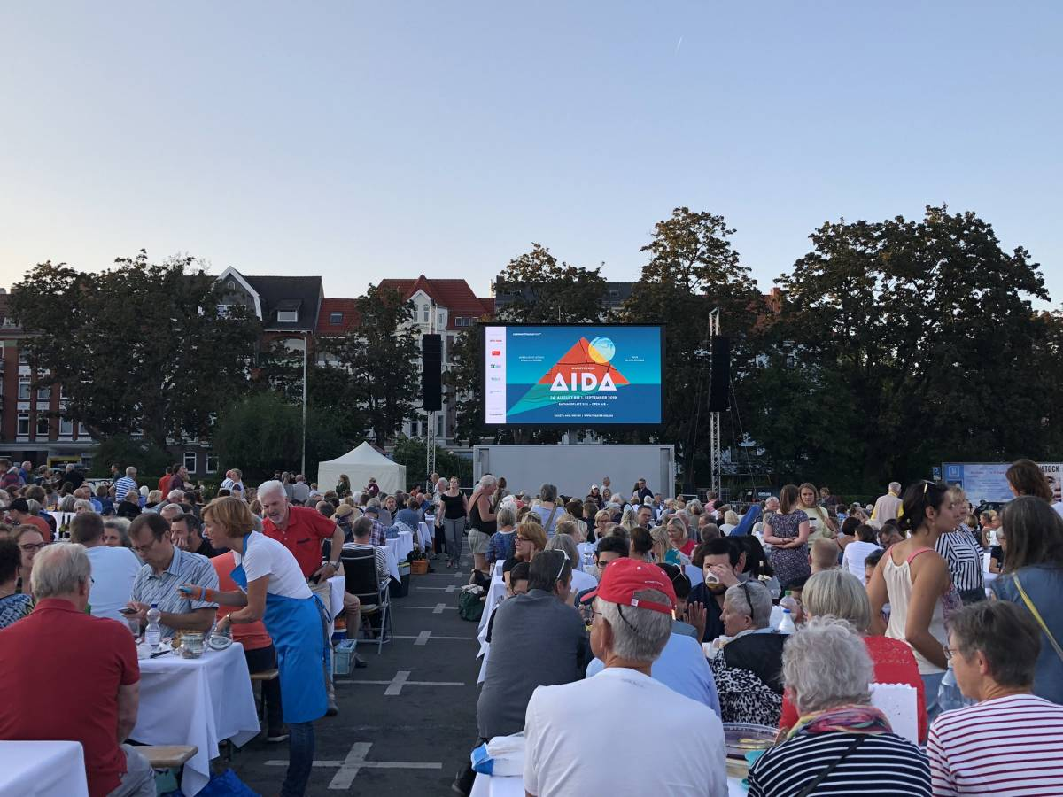 """Liveübertragung der Oper """"AIDA"""" von Verdi auf dem Blücherplatz Kiel am 24.08.2019"""