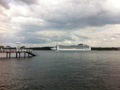 MSC Kreuzfahrtschiff in der Kieler Förde
