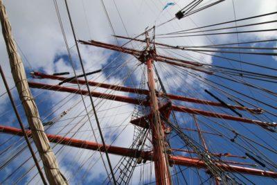 Segelschiff Nesselkutter Netzgetüdel am Mast