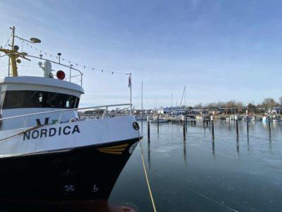 Nordica Schiff im Hafen von Strande