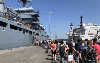 Besucher beim Open Ship Kiel Tirpitzhafen