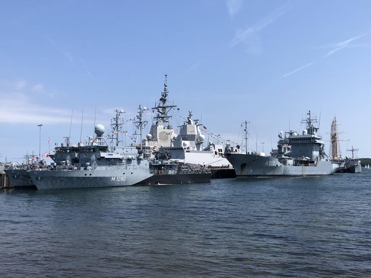 Schiffe im Tirpitzhafen Kiel