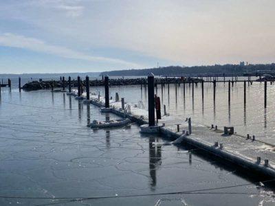 Ostseebad Strande Hafen Eis im Winter