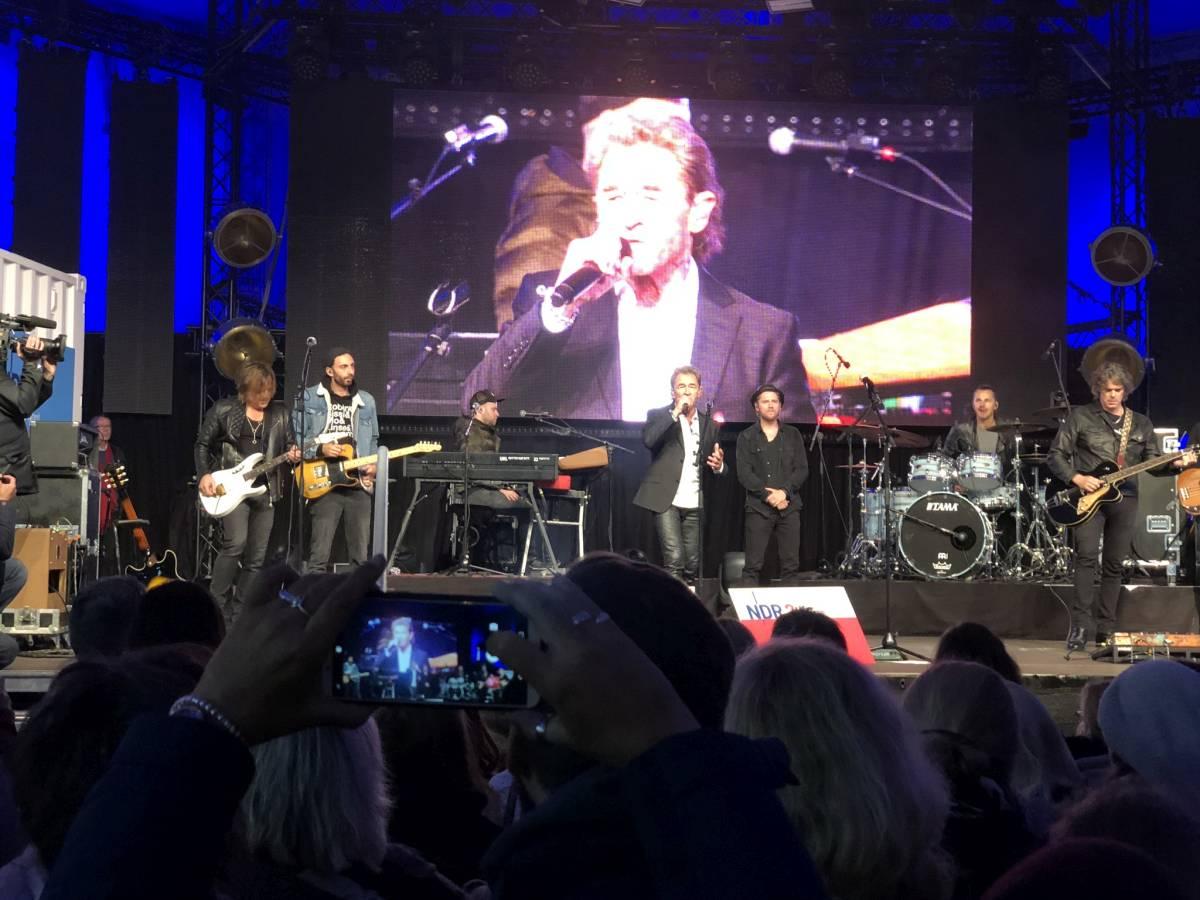 Peter Maffay am 3. Oktober 2019 live in Kiel zusammen mit Johannes Oerding