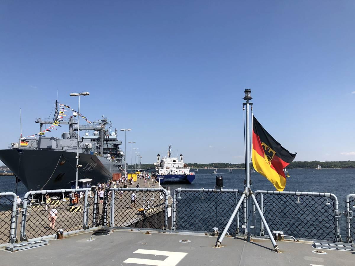 Schiffe im Tirpitzhafen Kiel beim Open Ship