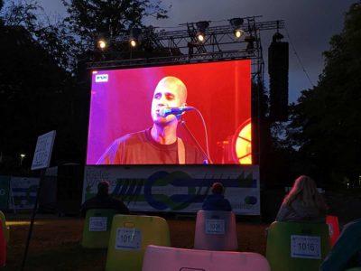 Schlossgarten Kiel Milow Konzert Video-Leinwand Kieler Woche 2020