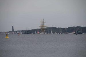 Gorch Fock Segelschulschiff Kieler Förde mit Begleitschiffen