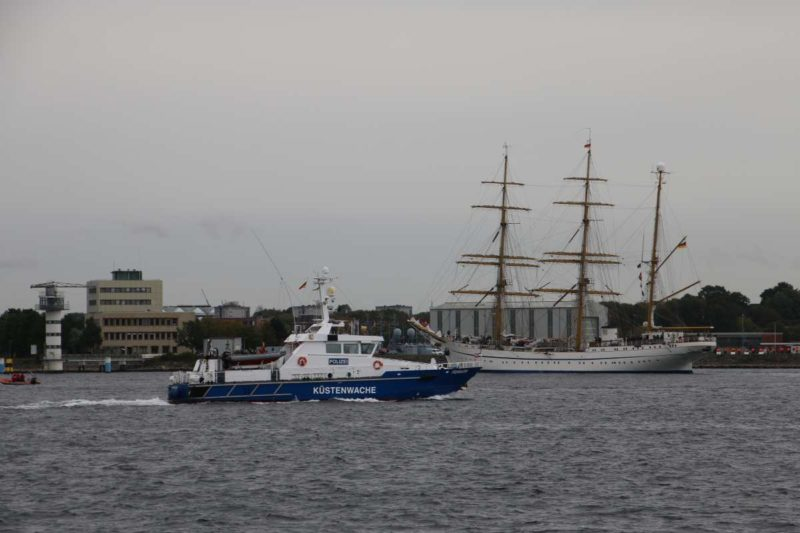 Gorch Fock Segelschulschiff Kieler Förde mit Küstenwache