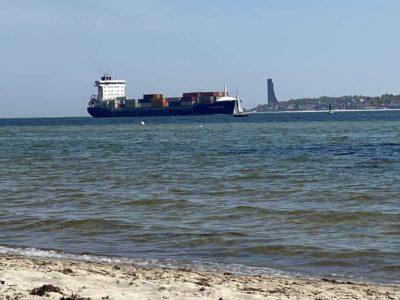 Containerschiff Sonderborg in der Kieler Förde