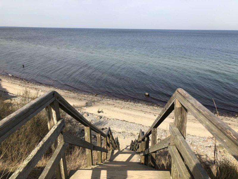 Stohl Steilküste Holztreppe zum Strand