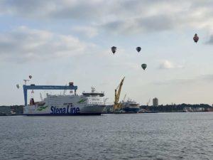 Stena Line Fähre dreht in der Kieler Förde