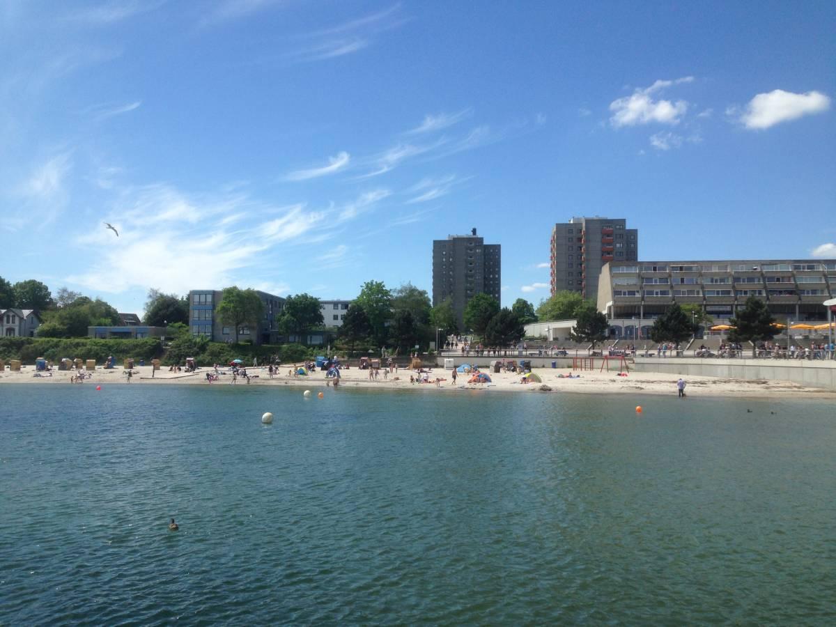 Strand Kiel-Schilksee am Olympiazentrum