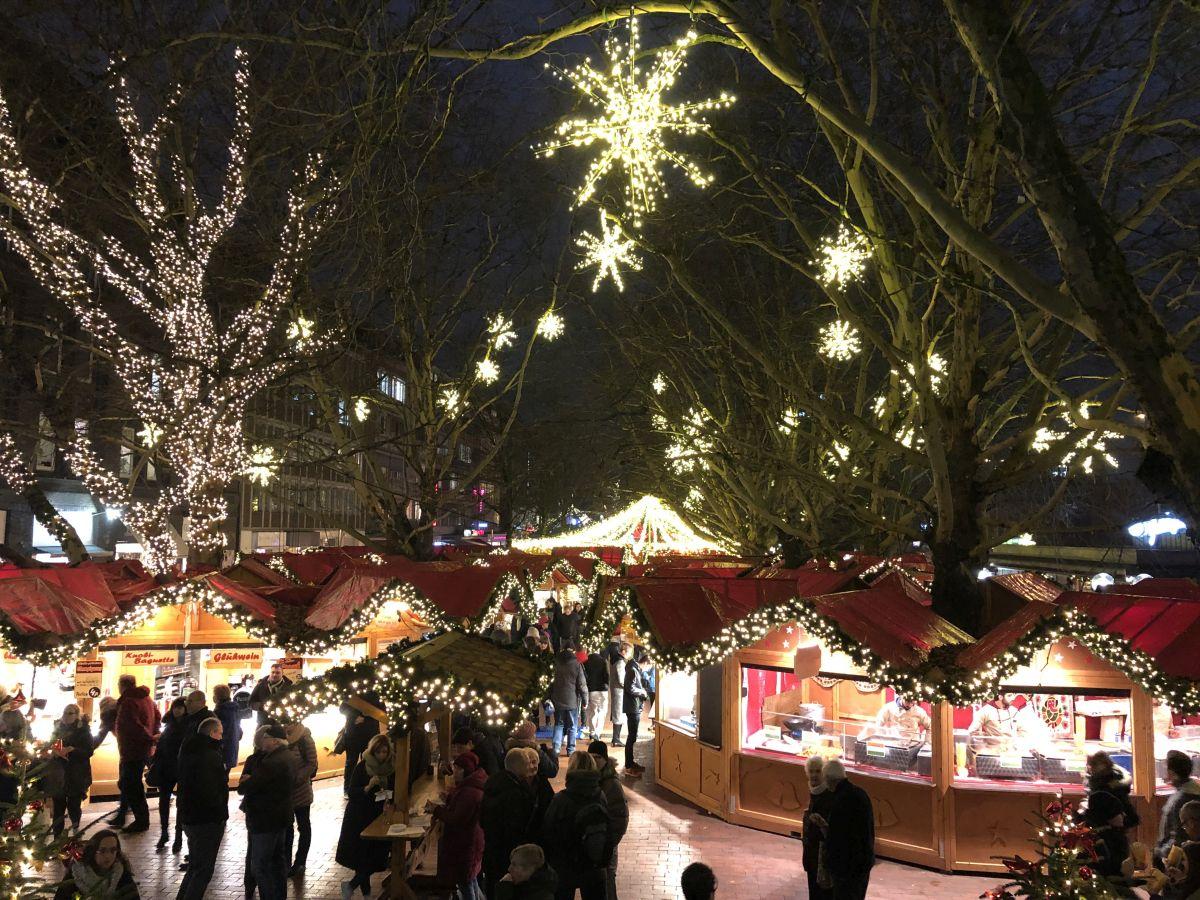 Weihnachtsmarkt Kiel am Holstenplatz