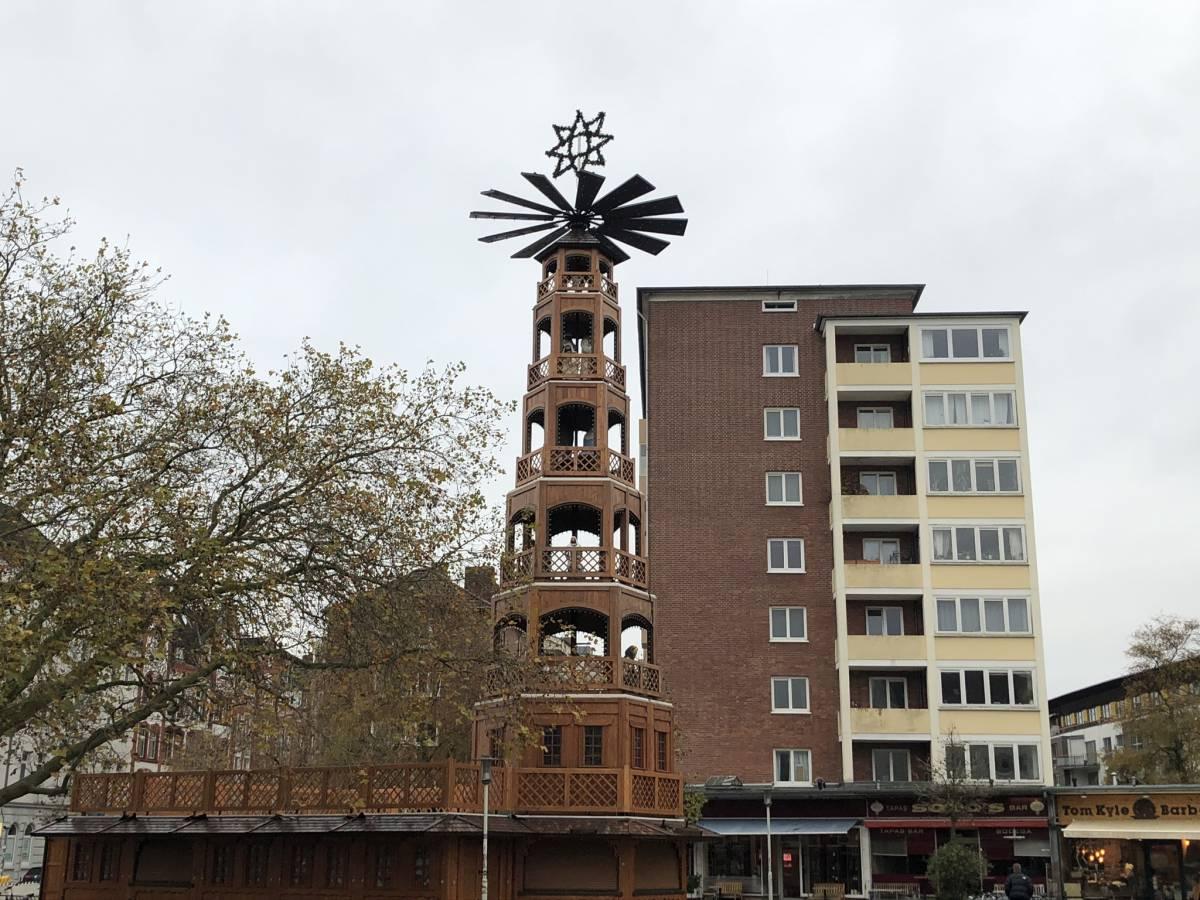 Weihnachtspyramide Kiel Holtenauer Straße / Bernhardt-Minetti-Platz