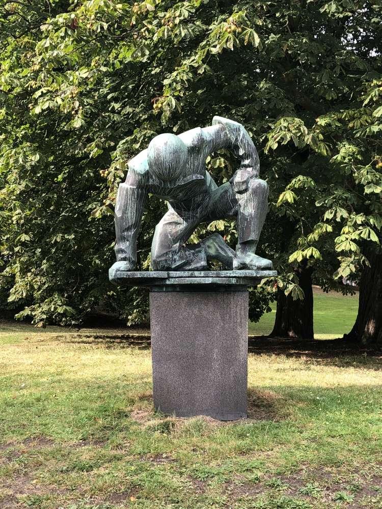 """Skulptur """"Werftarbeiter"""" im Prinzengarten Kiel"""