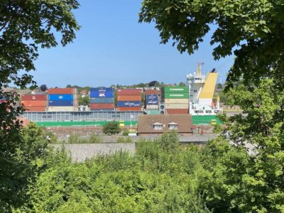Wiker Balkon Ausblick Schleuse Kiel-Holtenau