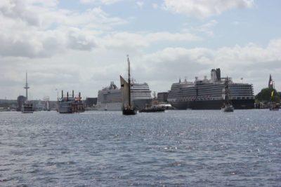 Schiffe in der Kieler Förde Höhe Ostseekai Windjammerparade 2013