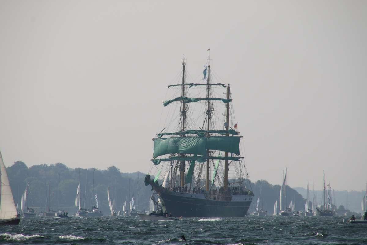 Windjammerparade Alexander von Humboldt II