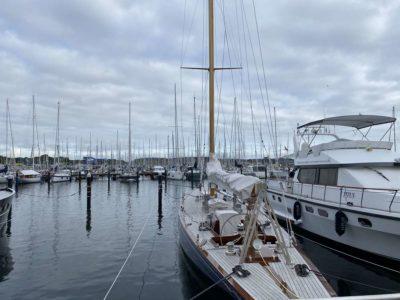 Schiffe im Yachthafen Schilksee